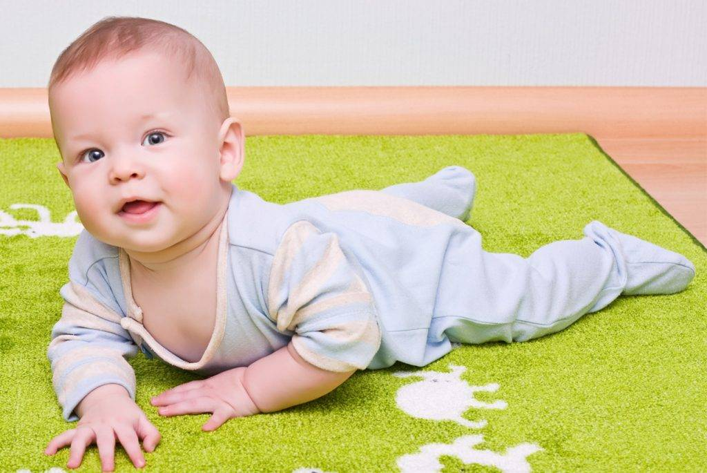 Какие игрушки нужны ребёнку в 2 месяца