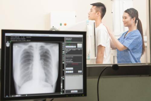 Зачем делать рентген грудной клетки: причины назначения врачом данной процедуры