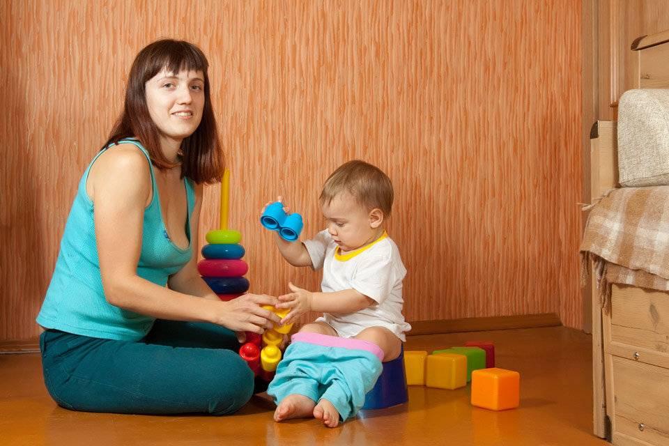 Игры с ребенком 8 месяцев: развивающие занятия для самых маленьких