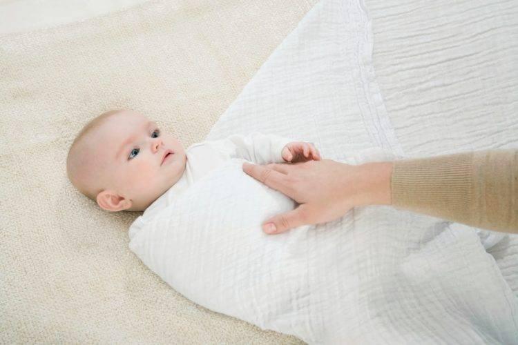 Стоит ли пеленать или нет новорожденного ребенка