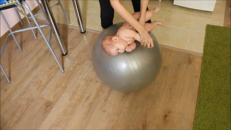 Упражнения на фитболе для грудничокв: видео + инструкции