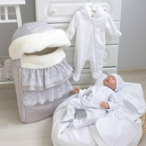 Вещи на выписку: что нужно купить ребенку в роддом