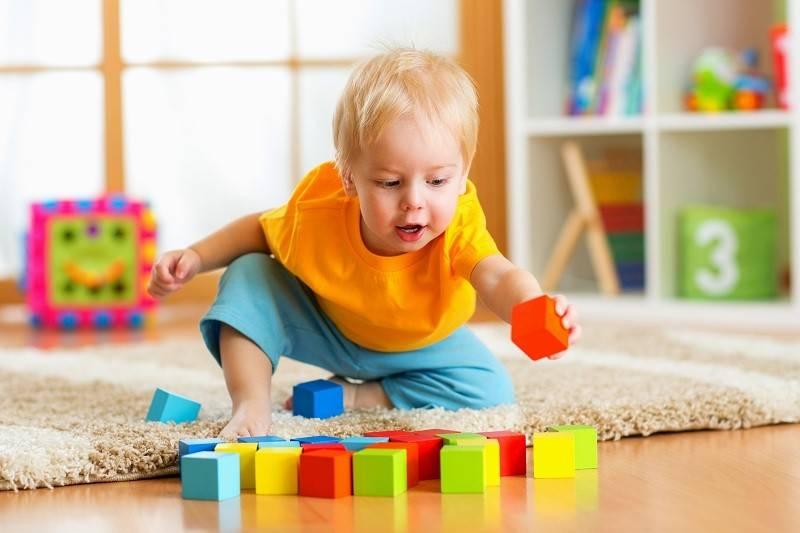 Развитие ребенка в 3 месяца: что должен уметь малыш, вес и рост, питание и игры