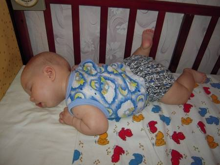 Ребенок не переворачивается в 4 - 5 месяцев: нормы физического развития