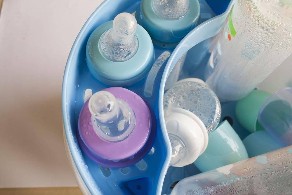 Как стерилизовать бутылочки для новорожденных в домашних условиях, в микроволновке, мультиварке, кастрюле
