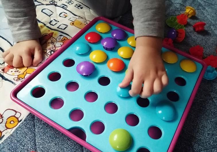 Как развивать ребенка в 7 месяцев: занятия с малышом, развивающие мультики