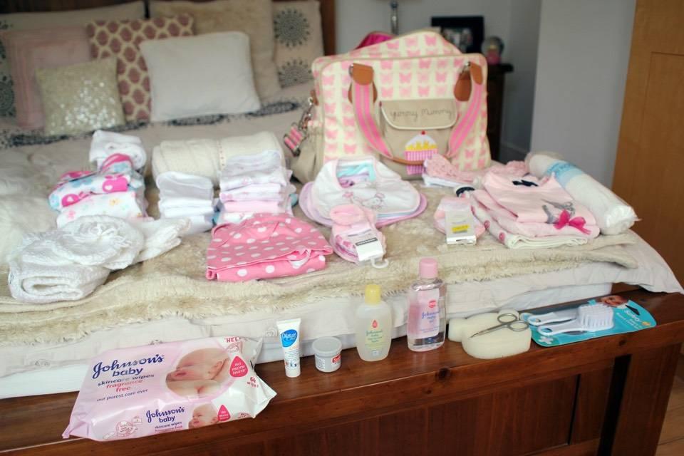 Что брать с собой в роддом на роды для мамы и ребенка: полный список вещей