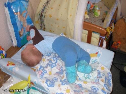 Во сколько малыш начинает переворачиваться на живот | главный перинатальный - всё про беременность и роды