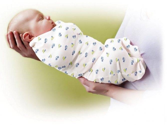 Нужно ли пеленание новорожденному ребенку: за и против тугих пеленок