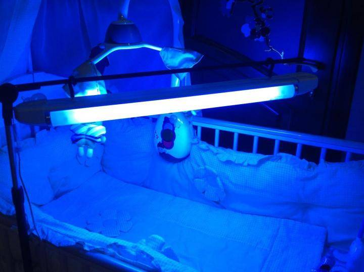 Как выбрать и правильно использовать лампу от желтушки для новорожденного