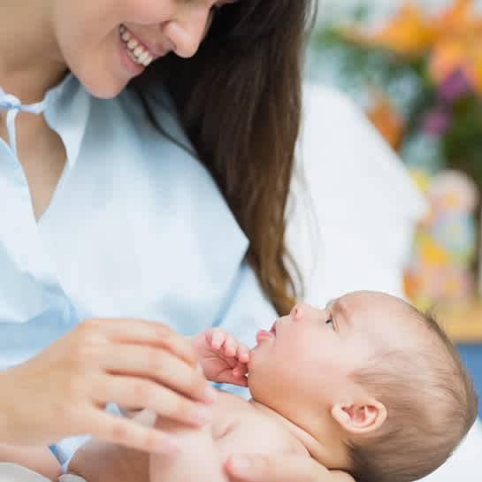 Что нужно знать о первых днях в жизни новорожденного: уход и кормление, купание