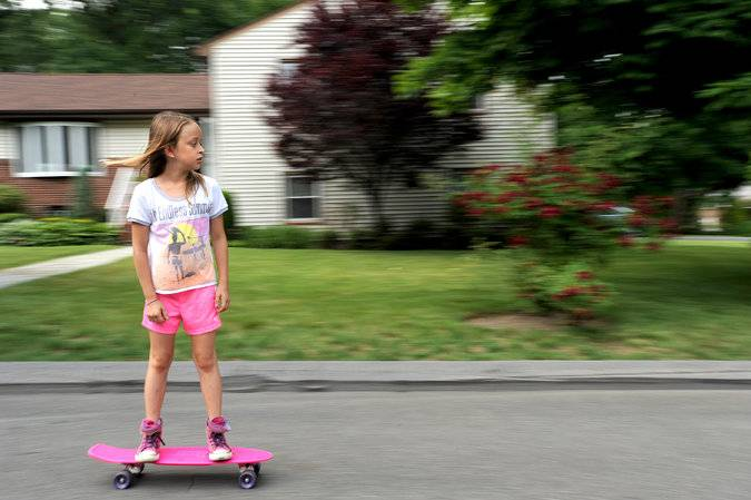 Детский скейтборд: как выбрать скейт для детей 3, 4, 6 и 8 лет? как подобрать защиту и детали? что делать, если скейтборд едет в бок?