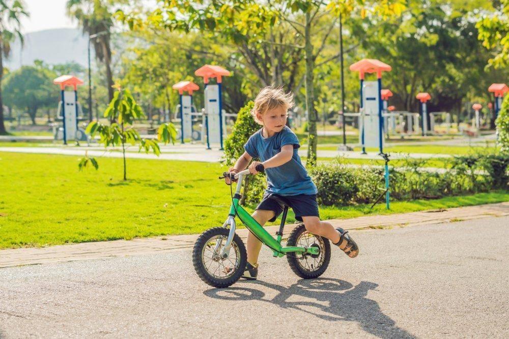 Как быстро научить ребенка кататься на двухколесном велосипеде | советы | veloprofy.com