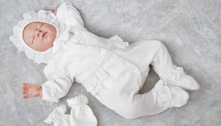 Что нужно для выписки из роддома летом и во что одеть новорожденного ребенка: список вещей