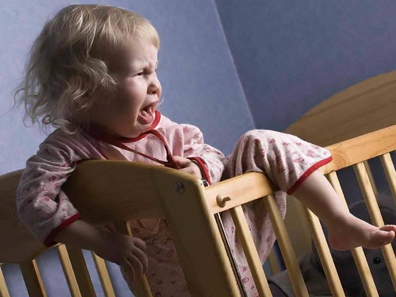 Ребенок плачет и капризничает