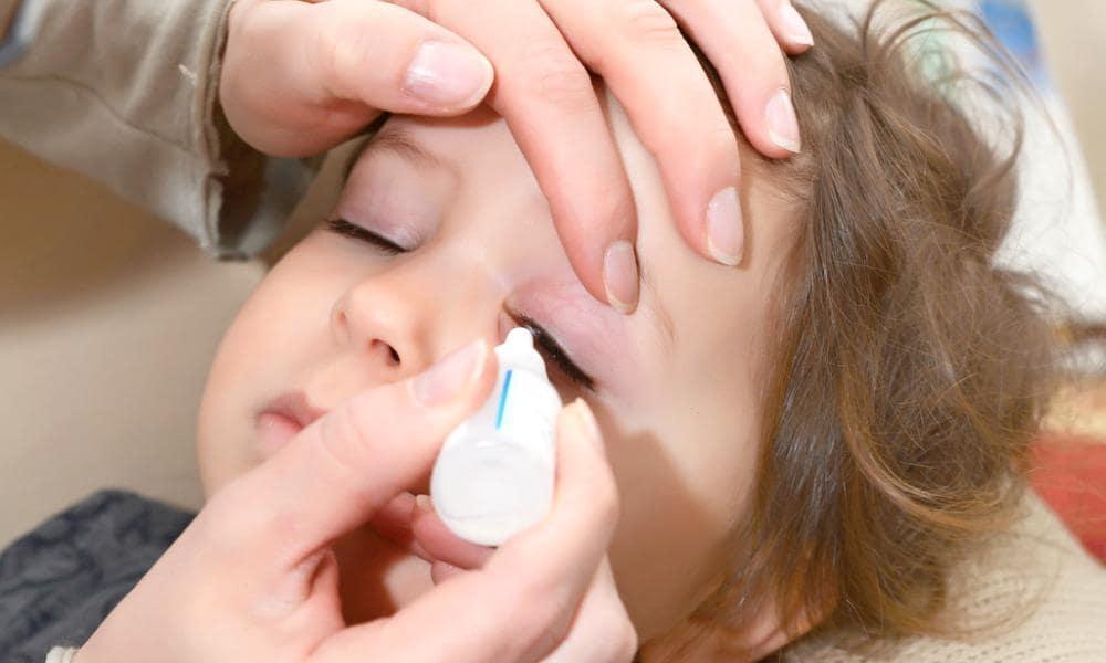 Капли в нос для новорожденного: лечим насморк правильно!