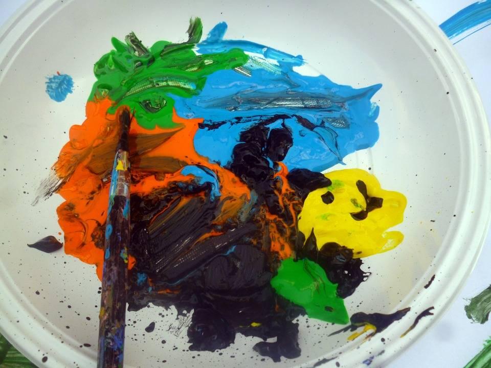 Картина в мрачных тонах: опасно ли, когда ребенок использует для рисования черные цвета? (3 фото)