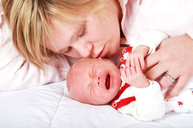 Почему малыш постоянно тужится и кряхтит | главный перинатальный - всё про беременность и роды