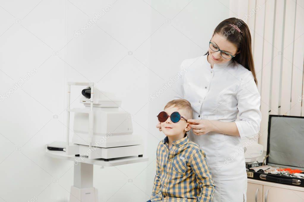 Почему и как развивается дальнозоркость у детей?