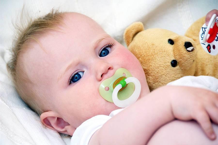 Когда давать пустышку новорожденному при грудном вскармливании
