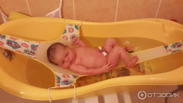 Как купать новорожденного в ванночке?