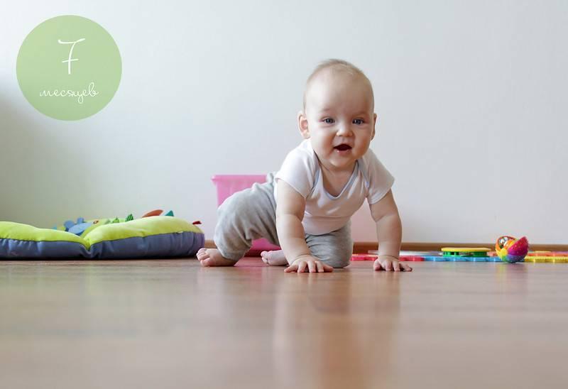 Ребенок не ползает на четвереньках. нужно ли бить тревогу?