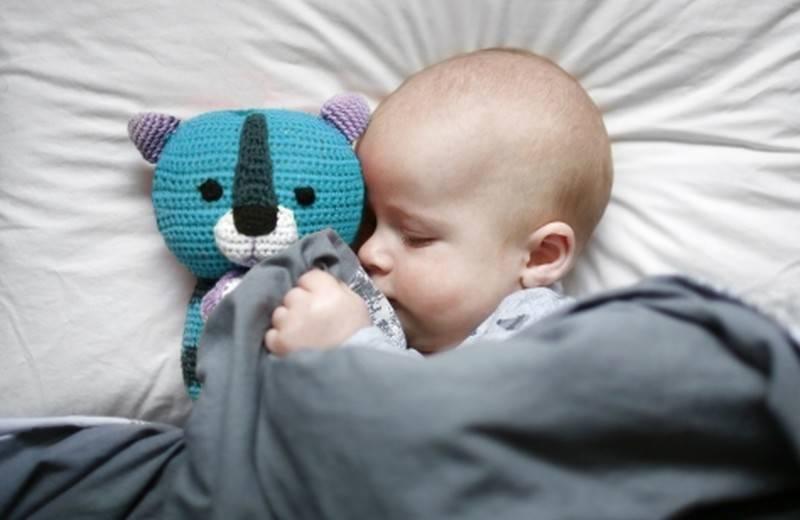 Ребенок спит по 40 минут