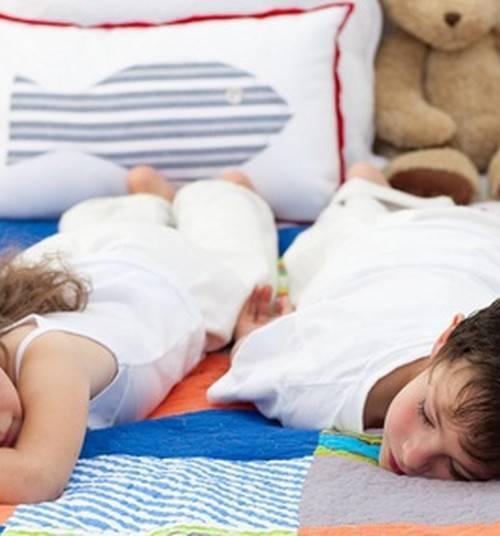 Как приучить ребенка спать в своей кроватке