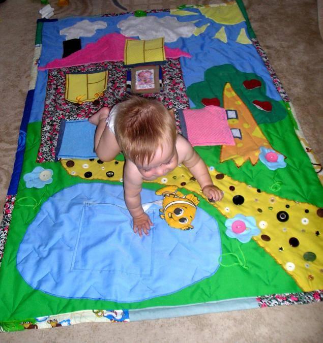 Для чего нужен и как правильно выбрать развивающий коврик для ребенка
