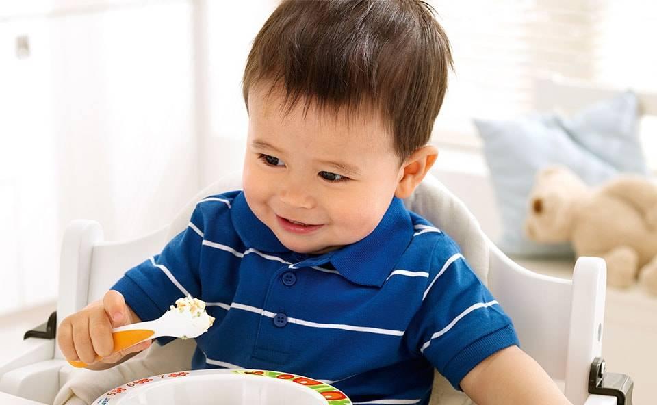Как научить ребенка кушать самому ложкой в 1 год, а старше 3-х лет?