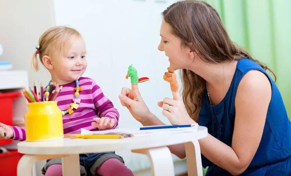 Как приучить ребенка к поильнику?