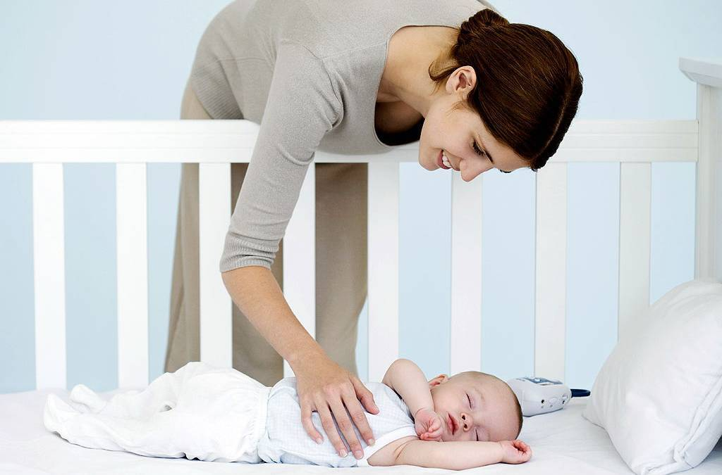 Новорожденный ребенок плачет после кормления, извивается, тужится: почему? - мытищинская городская детская поликлиника №4