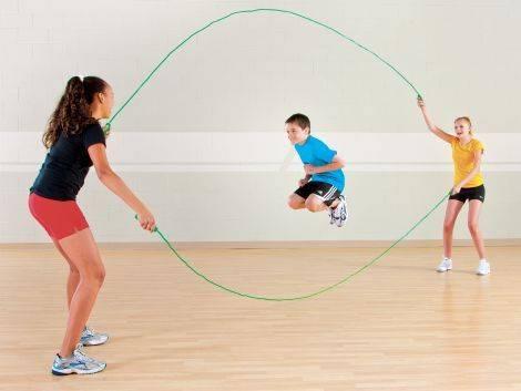 Как научить ребенка прыгать на скакалке? развиваем выносливость и координацию