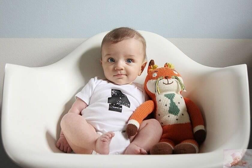 Развитие ребенка в 4 месяца: вес, рост, питание, уход, игры и занятия.