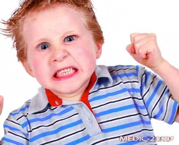 Дети грызут ногти: последствия и как отучить