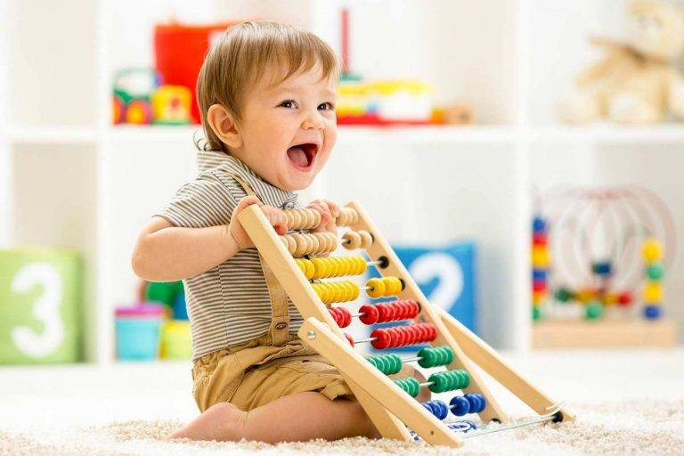 Развивающие игры для детей 6 месяцев: занятия с малышом, советы комаровского