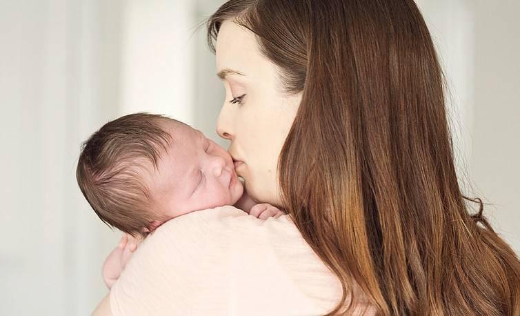 У новорожденного трясется подбородок, нижняя губа: тремор у месячного ребенка