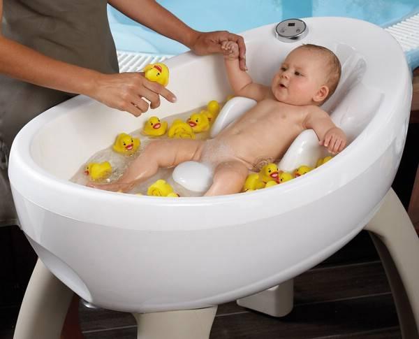 Как купать новорожденного ребенка правильно: что нужно знать