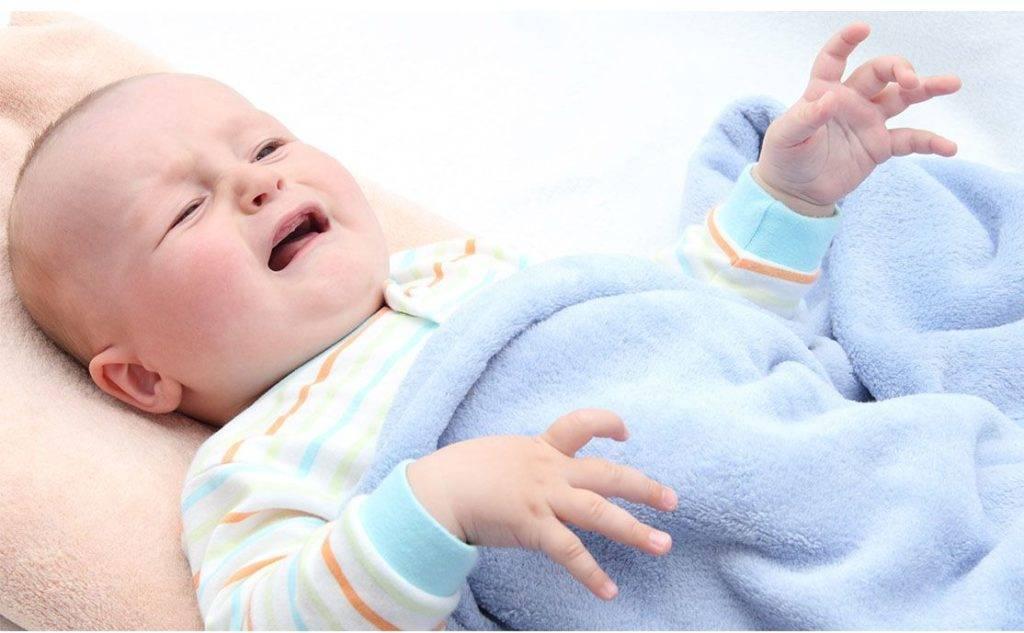 Приступ кашля у ребенка ночью: причины, что делать