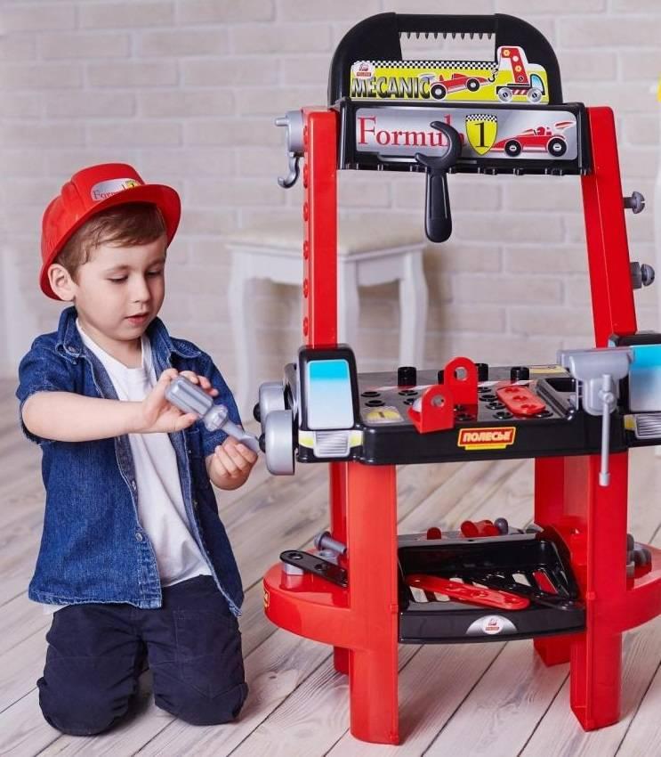 Подарок мальчику на 2 года: что подарить ребенку на день рождения?