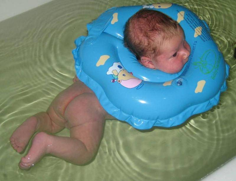 Купание новорожденного в ванне