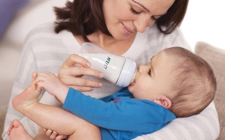 Можно ли кормить спящего младенца из бутылочки: обзор самых удобных поз для кормления ребенка и советы родителям stomatvrn.ru