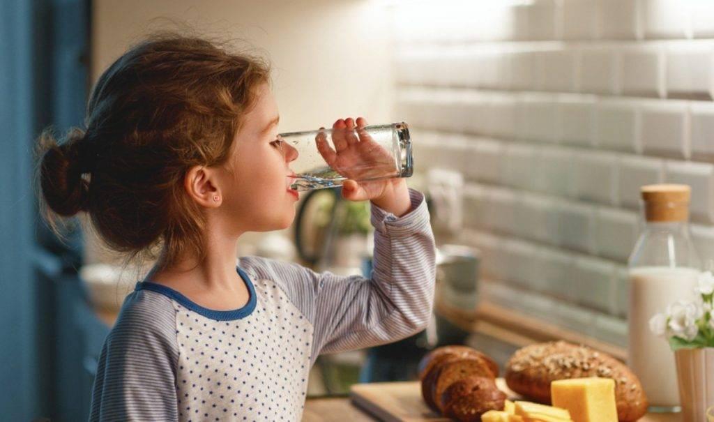 как приучить ребенка к бутылочке со смесью: советы для родителей