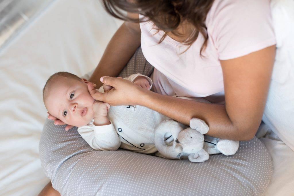 Нужно ли будить младенца для кормления