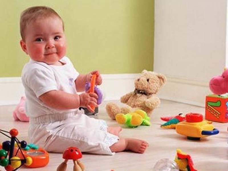Развитие малыша на втором месяце: умения и навыки грудничка