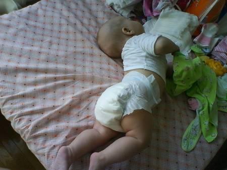 Ребенок запрокидывает голову назад во сне   когда нужно тревожиться