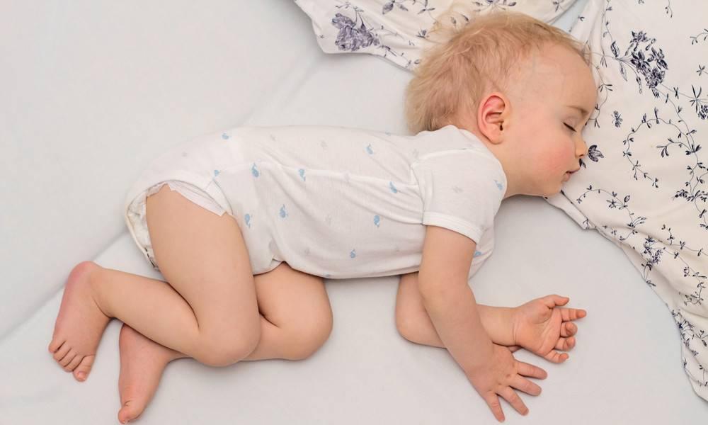 Чтобы ребенок не переворачивался во сне. план действий, если грудничок переворачивается во сне на живот и просыпается