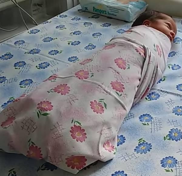 Нужно ли пеленать новорожденного ребенка: за и против пеленания, плюсы и минусы