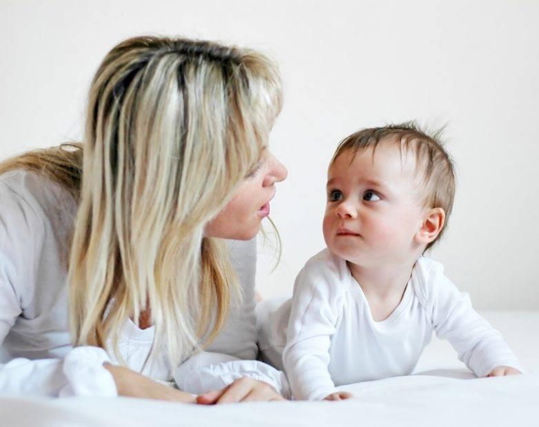 Во сколько дети начинают учиться разговаривать?