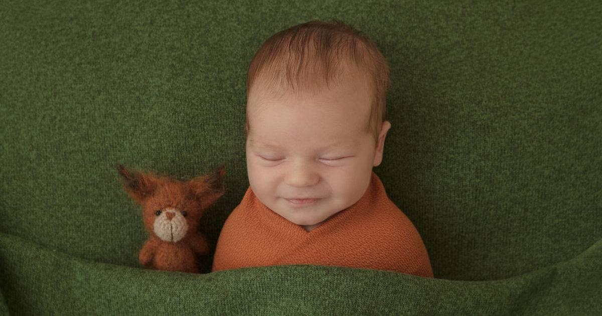 Когда ребенок начинает улыбаться: возрастные нормы и причины отклонений